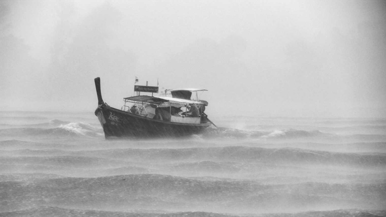 Safe Boating Tips in Foul Weather